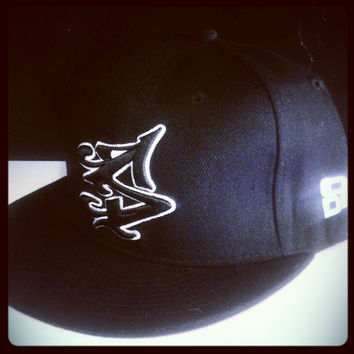S LOGO SNAPBACK IN BLACK/WHITE  [SOLD OUT]