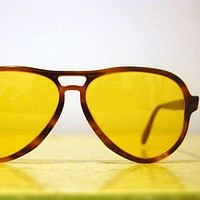 Vintage 1970s RAY BAN Vagabond Ambermatic by helloagainvintage