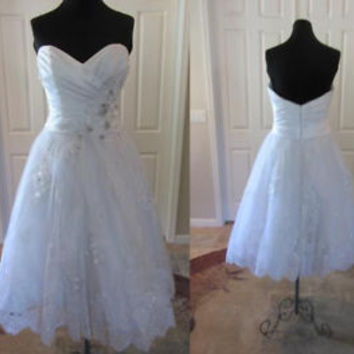 Sleeveless Vintage Short Wedding Dress with Pleated Top Flowers Detailng