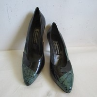 80 Roberto Capucci Two Tone Pumps Leather Black Green Reptile Texture 1980s Designer Fashion Heels Womens Shoes 9.5B Made in Italy