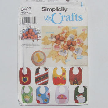 Simplicity Craft 8427 Pattern Baby Bibs with Appliques