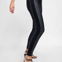 LEGGINGS WITH CONTRASTING ZIPPERS DETAILS