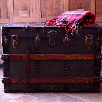 Large 1930s Steamer Trunk, Lightly Restored, Trunk Coffee Table, Vintage Stagecoach Trunk