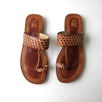 Vintage woven leather sandals. Tooled leather flats. Slip on sandals. Leather flip flops.