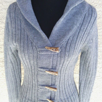 Women's large, chunky, soft, warm, gray sweater. Four brown toggle front. Soft and warm. Large gray chunky soft women's vintage sweater.