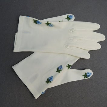 1950s White Gloves with Blue Flowers, size 6-1/2 to 7, Vintage 1950s Stretch Nylon Dress Gloves, Viola Weinberger