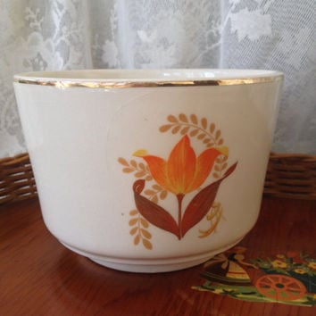Bakerite Bowl, Modern Tulip Design Pottery, Warranted 22 kt Gold Trim, 1940s Kitsch Display, Mixing Bowl