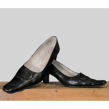 1960s Mod Shoes - 60s Party Shoes - Black Leather Heels - Pointy Toe Buckle Pumps - Womens Size 9.5 10