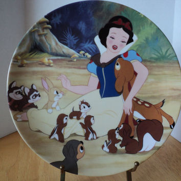 Snow White Collector's Plate of Walt Disney's Film Snow White and the Seven Dwarfs by Knowles China Co. 1988 Home Decor Baby Shower Gift