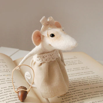 Coquet mouse, needle felted mouse, cute precious character, felt ornament, soft sculpture, figurine, needle animal, tender mouse