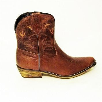 "Dingo 7"" Side Zipper Boot - Light Brown"