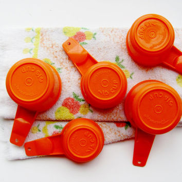 Tupperware Measuring Cups Set of Five Orange Plastic Stacking 3/4 Cup, 2/3 Cup, 1/2 Cup, 1/3 Cup, 1/4 Cup