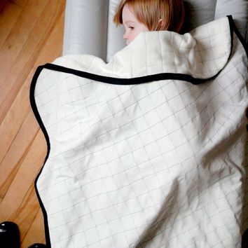 GRAPH PAPER Baby and kid quilt blanket. B&W. Organic cotton, Bamboo sherpa inside. Black binding. Modern. Gender neutral. Warm and Soft.