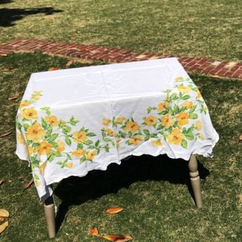 Vintage Tablecloth | Yellow Floral