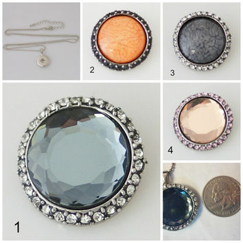 Snap button pendant w/ your choice of one 25 mm snap fit Noosa /Ginger snaps. Chain included