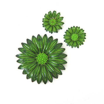 60s Vintage Floral Green Daisy Flower Pin and Clip on Earrings Hippie Boho Retro Pin Broach 1970s Summer Beach Pin Costume Jewelry