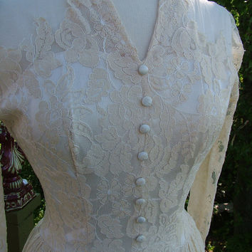 Vintage 1940s Wedding Dress Ecru lace by RetroVintageWeddings