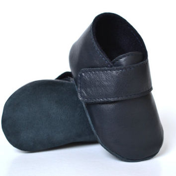 1847d113068 Handmade soft sole leather baby boy booties   Navy baby boy shoes   Baby  boy fall