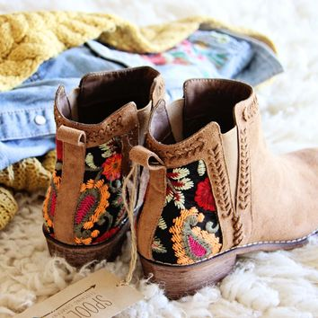 Lovell Boots in Camel