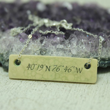 Coordinates Bar necklace Pottery pendant Bubble glaze