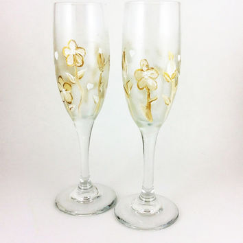 Champagne Glasses, Flute Glasses, Glassware, Champagne flutes, Champagne Glasses, Gold and White flower Champagne flutes, Wedding Flutes