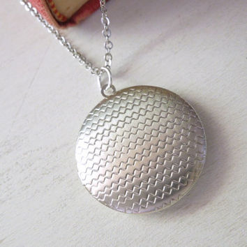 Zig Zag Locket Necklace - Silver Zig Zag Round Locket Pendant Necklace