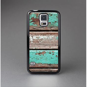 The Chipped Teal Paint On Wood Skin-Sert Case for the Samsung Galaxy S5