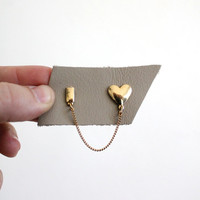 Vintage 60s Gold Heart Collar Pin // Dainty Chain Brooch