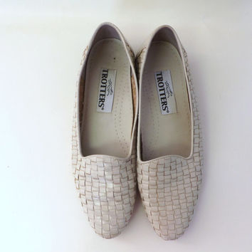 Vintage Size 8.5 Trotters Beige White Woven Leather Loafer Flats Oxford Womens Shoes Annie Hall Boho Hipster Slide on Slipper Shoes