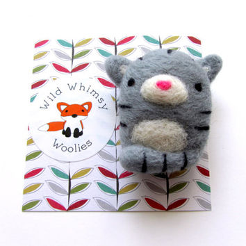 Cat Brooch, Needle Felted Cat Brooch, Felt Cat Brooch, Felt Cat Pin, Cat Gifts, Cat Lover Gift, Cat Jewelry, Cat Accessories, Grey Tabby Cat