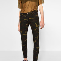 CAMOUFLAGE PRINT TROUSERS DETAILS