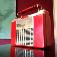 Bluetooth 1950s Westinghouse Red Portable Rechargeable Suitcase Radio