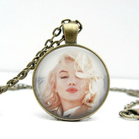 Marilyn Monroe Necklace : Kisses