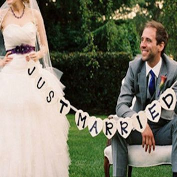 Just Married Garland Photo Booth Prop Sign - PRA104