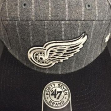 DCCKG8Q NHL 47 Brand Detroit Red Wings Dark Gray Andreo Captain Wool Snapback