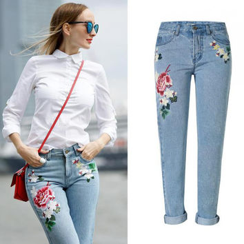 Jeans Pantalon Femme Women Embroidery Floral Light Blue Jeans Tumblr 2017 Fashion Ladies Denim Jeans Feminino Mujer Plus Size