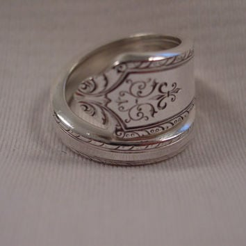 A Beautiful Wrapped Spoon Ring Size 8 1/2 Vintage Handmade Spoon and Fork Jewelry t557