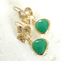 Dangle earrings Spring fashion Preppy jewelry Matt gold 3 leafs with green glass drop, Bridesmaid gift, Office  fashion