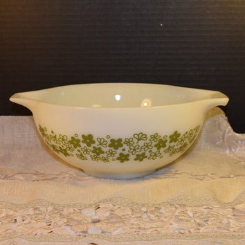 Pyrex Mixing Bowl Spring Blossom Crazy Daisy 443 Vintage 2 1/2 Quart Cinderella Handle Nesting Bowl Mid Century Modern Kitchen Made in USA