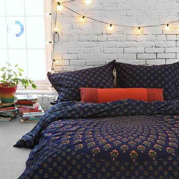 Magical Thinking Meadow Paisley Medallion Duvet