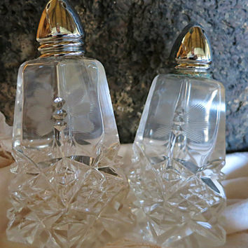 Salt And Pepper Shakers Cut Glass Salt And Pepper Vintage Hostess Gift Wedding Gift Housewarming Gift Glass Salt Shaker Glass Pepper Shaker