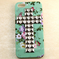 iphone 5 case, studded silver Cross Studded Iphone Case, Vintage Pink Flower Light Green Iphone 5 Case, Hard case for iphone 5