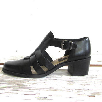 vintage black strappy sandals. chunky heel leather shoes. womens cage sandals. size 6.5