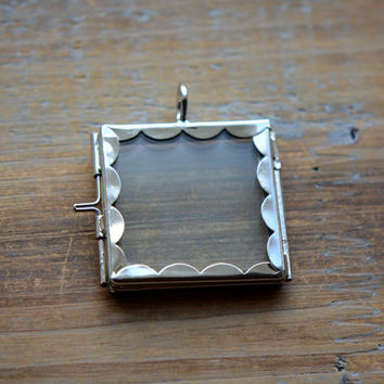 SILVER Glass Frame Pendant Scalloped SQUARE Shape Double Sided Glass Hinged Locket Picture Frame Pendant Charm Jewelry Pendant (BD043)