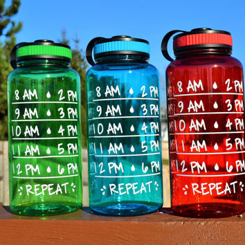 Water Intake Tracker Water Bottle // 34oz Plastic Bottle // CUSTOM COLORS AVAILABLE