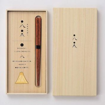 Chopstick in a Hinoki gift box (Mt. Fuji motif)