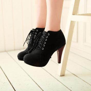 Round toe high heel black boots