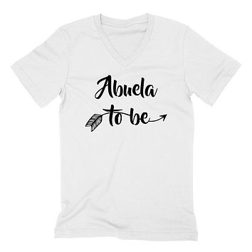Abuela to be pregnancy announcement new grandma grandmom to be baby shower  V Neck T Shirt
