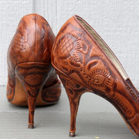 Storewide Sale - 1950s Brown Hand Tooled Leather Stiletto Heels. Pin - Up Style. Mad Men. Wedding. Bridesmaid. Fall Fashion