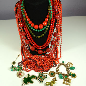 Jewelry Destash Lot Holiday Christmas Colors Reds and Greens Nice Lot 7 Necklaces 4 Pins 3 Prs Earrings 1 Charm Bracelet Vintage Jewelry LOT